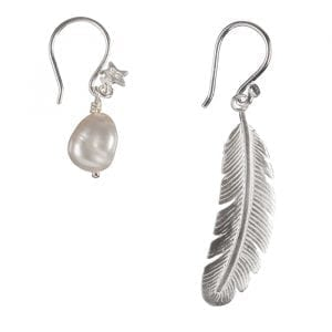 betty-bogaers-earring-feather-e666a-silver-small-indian-feather-pearl-earring-4995