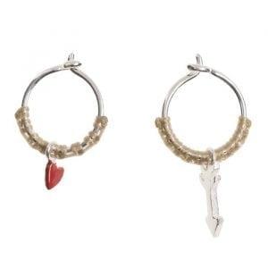 BETTY-BOGAERS-EARRING-SMALL-HOOPS-E732b-Silver-Small-Hoop-Earring-Red-Heart-Arrow-Beige-Rope