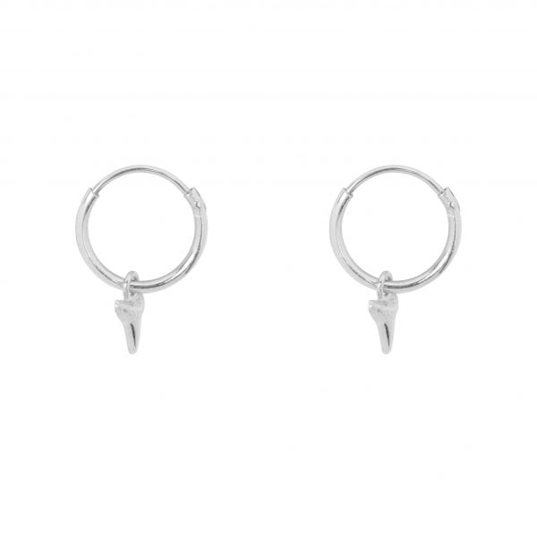 E851a Silver SEA ROCKS EARRING Small Hoop Small Shark Tooth Earring Silver 29,95 euro