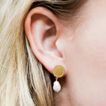 Ten Cent Asymmetric Chain Pearl Earring