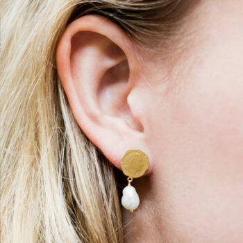 Ten Cent Asymmetric Chain Pearl Earring