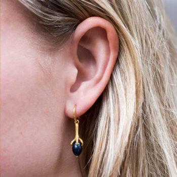 Claw Black Pearl Small Hoop Earring